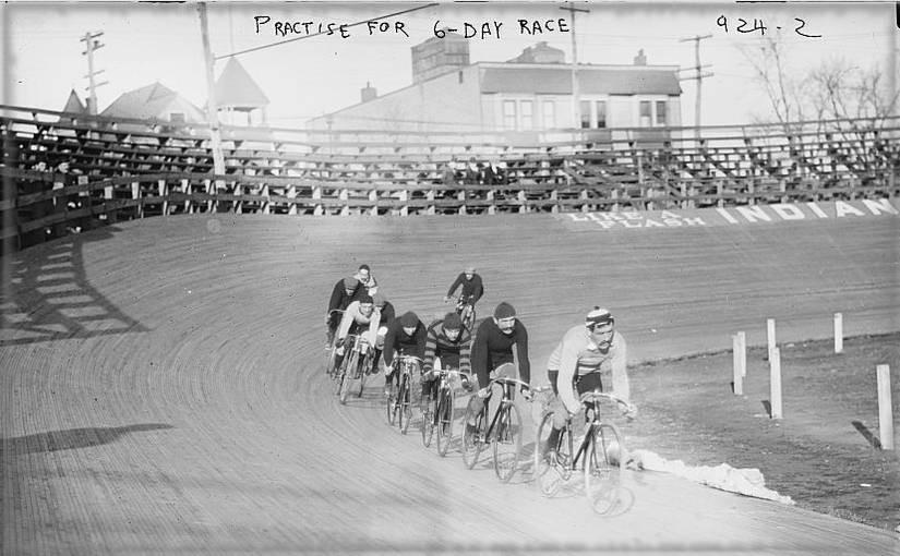 Handzeichen für das Fahrradfahren in Gruppen